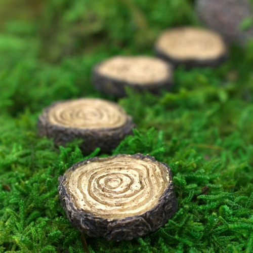 Miniature-Tree-Stump-Stepping-Stones