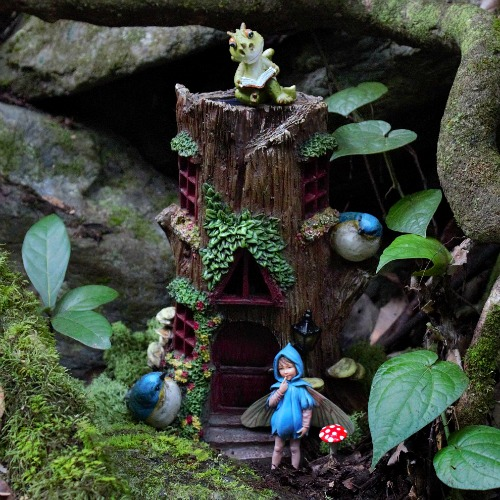 Solar Tree Stump Fairy House – Fairy Garden House