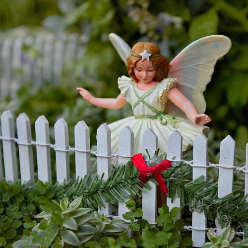 christmas-picket-fence