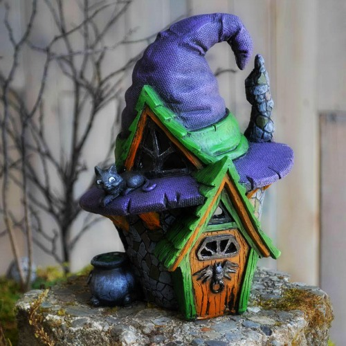 witches-hat-house