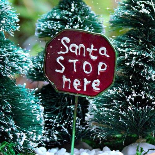 santa-stop-here-miniature-fairy-garden-sign